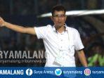 pelatih-arema-fc-joko-susilo-di-stadion-kanjuruhan_20170812_222609.jpg