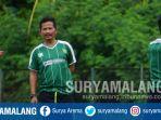 pelatih-persebaya-surabaya-djadjang-nurdjaman-memimpin-latihan-di-lapangan-karanggayam_20180905_162953.jpg