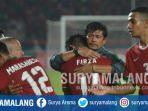 pelatih-timnas-indonesia-u-19-indra-sjafri-memeluk-pemainnya-usai-mengalahkan-filipina_20180705_223015.jpg