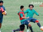 pelatih-timnas-indonesia-u-19-indra-sjafri_20170531_150458.jpg