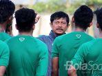 pelatih-timnas-indonesia-u-19-indra-sjafri_20170909_003200.jpg