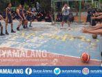 pelatihan-basket-oleh-coach-daniel-kristianto-perwakilan-dari-junior-nba-di-smpn-17-kota-malang.jpg
