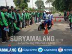 pelatihan-safety-riding-para-pengendara-ojek-online-di-halaman-gor-ken-arok-kota-malang.jpg