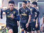 pemain-arema-fc-saat-berlatih-bersama-jelang-pertandingan-liga-1-2021.jpg