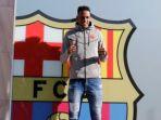 pemain-fc-barcelona-yerry-mina-berpose-di-barcelona-spanyol-pada-12-januari-2018_20180114_102419.jpg