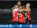 pemain-madura-united-saat-merayakan-gol-ke-gawang-persija-dalam-laga-suramadu-super-cup-2018_20180108_211712.jpg