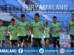 pemain-persebaya-surabaya-stadion-gelora-bung-tomo-surabaya_20180724_180733.jpg