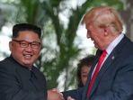 pemimpin-korea-utara-kim-jong-un-bersalaman-dengan-presiden-as-donald-trump_20180612_203656.jpg