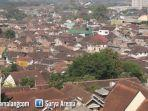 pemukiman-padat-penduduk-di-kota-malang.jpg