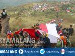 pencinta-alam-kirab-bendera-merah-putih-di-gunung-penanggungan-pada-17-agustus-2019.jpg