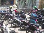 pencurian-motor-terekam-cctv-di-parkiran-masjid-muhammadiyah-duduksampeyan-gresik.jpg