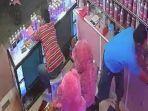 pencurian-ponsel-di-toko-parfum-di-surabaya.jpg