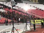 pendukung-tim-nasional-malaysia-masuk-lebih-awal-ke-stadion-utama-gelora-bung-karno.jpg