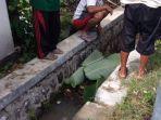penemuan-mayat-di-selokan-jalan-wonopringgo-kelurahan-kertosari-kecamatan-babadan-ponorogo.jpg