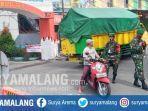 pengetatan-sosial-di-kecamatan-singosari-kabupaten-malang-senin-1562020.jpg