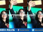 pengguna-smartphone-melakukan-selfie-dengan-oppo-f1s-upgrade-saat-launching-di-kota-malang_20170124_151316.jpg