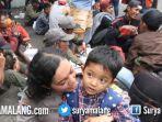 pengungsi-kerusuhan-wamena-usai-turun-dari-pesawat-hercules-tni-au-di-malang.jpg