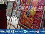 penikmat-seni-melihat-pameran-lukisan-di-singhasari-resort-kota-batu_20180214_203425.jpg