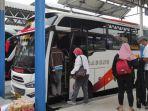 penumpang-bus-antar-kota-di-terminal-purabaya-bungurasih.jpg