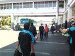 penumpang-bus-di-terminal-purabaya.jpg