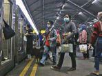 penumpang-ka-bima-stasiun-gubeng-surabaya.jpg