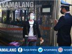 penumpang-ka-mutiara-timur-siang-dari-stasiun-gubeng-surabaya-minggu-11120.jpg