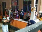penumpang-kapal-feri-dikarantina-di-sdn-1-pongo-kabupaten-wakatobi-sulawesi-tenggara.jpg