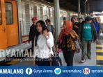 penumpang-kereta-api-ka-tujuan-surabaya-jakarta-kamis-18102018_20181018_173843.jpg