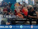 penumpang-menuju-pulau-bawean-terlantar-di-ruang-tunggu-pelabuhan-gresik.jpg