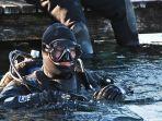 penyelam-diving-diver-renang-selam_20171228_213900.jpg