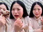 perempuan-china-seaside-girl-little-seven-pamer-di-media-sosial-saat-makan-gurita-hidup-hidup.jpg
