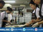 peserta-petra-summer-program-membuat-makanan-penutup-dengan-resep-yang-dimodifikasi_20180723_152006.jpg