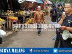 petugas-dinas-pasar-kota-malang-imbau-perpindahan-pedagang-pasar-blimbing-cuek_20161122_100359.jpg