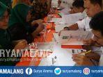 petugas-kpu-kabupaten-malang-memeriksa-berkas-pendaftaran-caleg-selasa-1772018_20180717_183505.jpg