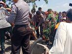 petugas-mengevakuasi-korban-tewas-dari-dalam-sumur-di-kabupaten-nganjuk.jpg