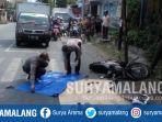 petugas-satlantas-polres-blitar-kota-saat-mengevakuasi-korban-kecelakaan-di-jalan-widuri_20180731_153518.jpg