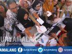 pns-antre-bayar-pajak-dalam-launching-sppt-2018-dan-pajak-daerah-di-balai-kota-malang_20180405_111811.jpg
