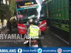polantas-hadang-bus-nyalip-di-tuban_20180921_140705.jpg