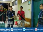 polisi-bersiaga-di-depan-kamar-jenazah-rsud-dr-koesma-tuban_20180913_084400.jpg