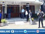 polisi-bersiaga-di-gereja-kristen-indonesia-gki-di-jalan-bromo-kota-malang_20180513_123839.jpg