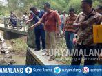 polisi-datang-ke-di-lokasi-penemuan-bayi-di-desa-ringinanom-kecamatan-udanawu-kabupaten-blitar_20180510_161524.jpg