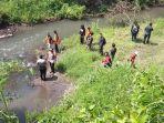 polisi-lakukan-penyisiran-di-sungai-mencari-kepala-mayat-dalam-koper-di-blitar.jpg