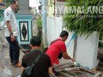polisi-olah-tempat-kejadian-perkara-di-jalan-raya-ponokawan-kecamatan-krian-sidoarjo.jpg