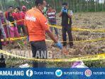 polisi-olah-tkp-di-lokasi-penemuan-mayat-bayi-di-desa-krenceng-kepung-kediri.jpg