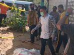 polisi-olah-tkp-kasus-pembunuhan-di-desa-sobontoro-kecamatan-tambakboyo-tuban.jpg