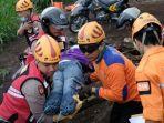 polri-dan-bpbd-kota-batu-simulasi-evakuasi-korban-terdampak-bencana-di-oro-oro-ombo.jpg