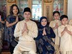 potret-fadel-islami-saat-bersama-muzdalifah-dan-anak-anaknya.jpg