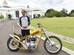 presiden-joko-widodo-berfoto-bersama-motor-royal-enfield-350_20180120_232239.jpg