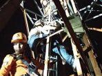 proses-evakuasi-pria-yang-naik-menara-telekomunikasi-di-alalak-banjarmasin-kalimantan-selatan_20180323_151744.jpg