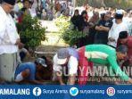 prosesi-pemakaman-kh-mahmud-baidlowi-cucu-hadratussyaikh-di-tebuireng-jombang_20180807_164948.jpg
